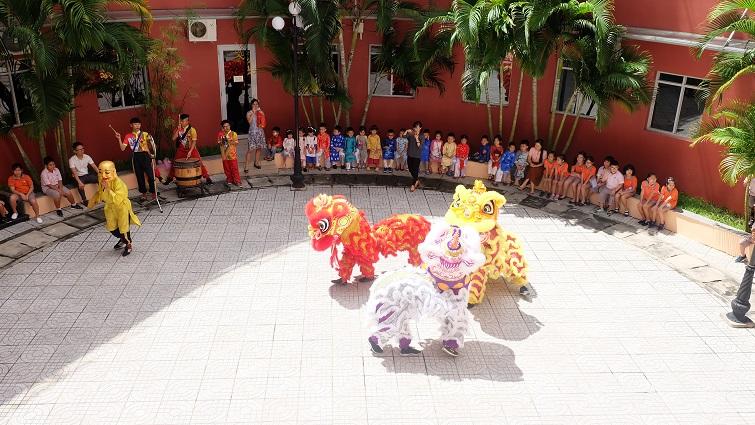 0. Lion Dance